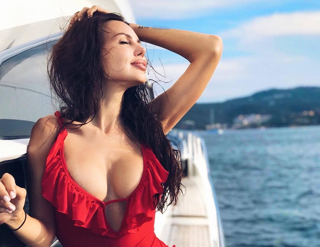 Красотка Самойлова поделилась секретом своей стройности
